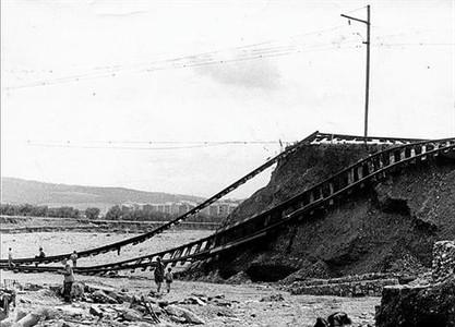Imatges de les destrosses que va causar la forta tempesta que va descarregar a Terrassa i voltants el 25 de setembre de 1962.